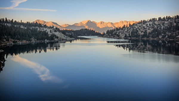 This view, across Lake Virginia to the Silver Divide, is a great way to begin a hiking day.